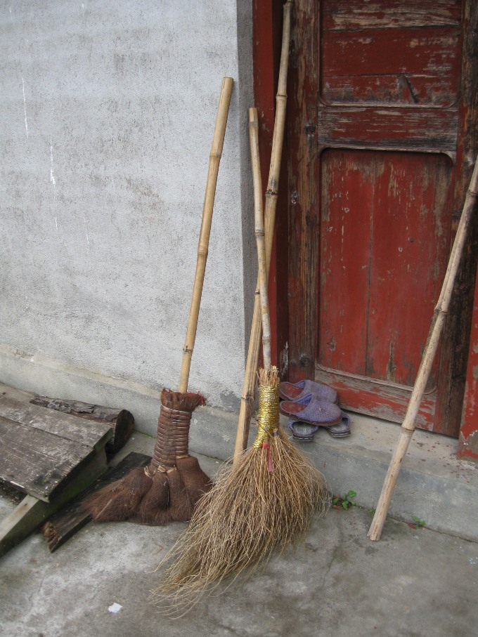 Broom in Tong Mu Ms Wang