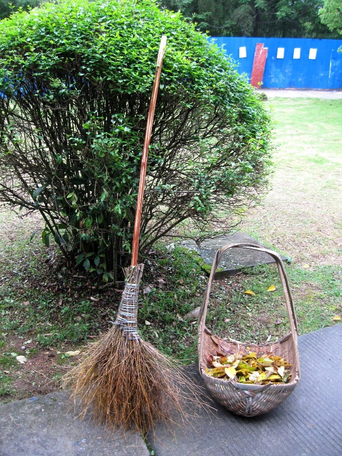 Broom in Wuyi B SMALL