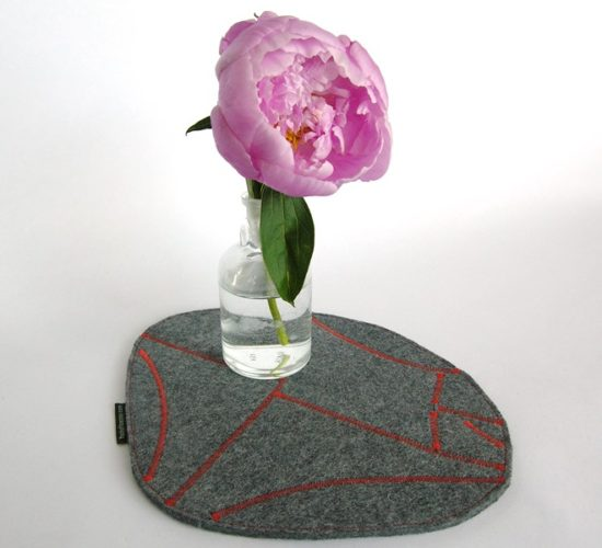 Trivet in thick industrial wool felt